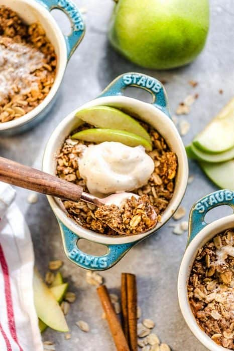This recipe for Apple Crisp is the perfect easy fall treat. Best of all, these delicious mini crisps take no time at all to prepare and are gluten free, butter free and refined sugar free. Made with fresh apples, and the crispiest oat crumble topping. Serve it bubbling hot with some creamy vanilla frozen yogurt or vanilla ice cream for the ultimate autumn dessert. Make them in a regular pan or the mini size makes them great for potlucks, parties and baby showers!