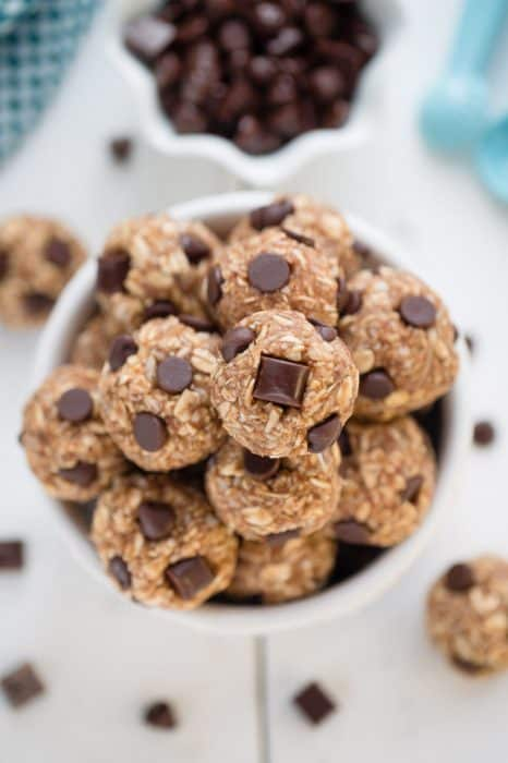 No Bake Peanut Butter Chocolate Chip Energy Bites make the perfect snack on the go