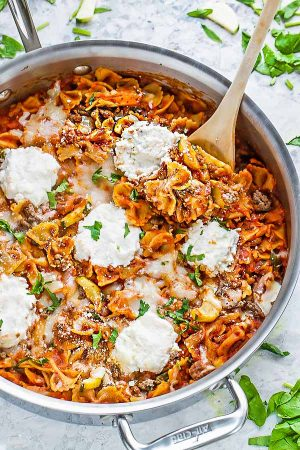 This recipe for One Pot Skillet Lasagna is the perfect easy weeknight meal. Best of all, made in just one pan (even the pasta) in just 30 minutes. No need to boil the noodles separately. So easy and leftovers work great in lunch bowls or lunchboxes. Works great if you make a big batch for meal prep Sundays for the week!