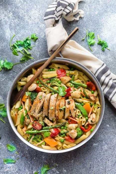 This Pasta Primavera recipe comes together in under 30 minutes so it's perfect for busy weeknights. Best of all, you can serve it with or without chicken and it's chock full of fresh lemon, asparagus, snap peas, carrots and cherry tomatoes. Great for Sunday meal prep and leftovers are delicious for work or school lunchboxes or lunch bowls.