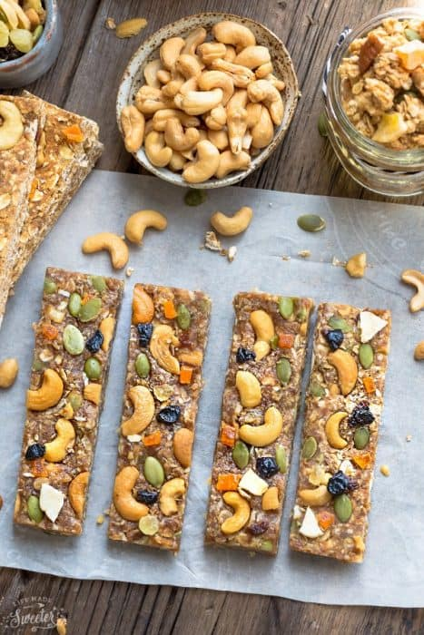 No Bake Pumpkin Cashew Granola Bars makes the perfect healthy and easy grab-and-go snack! Best of all, they're easy to customize and are gluten free and refined sugar free!