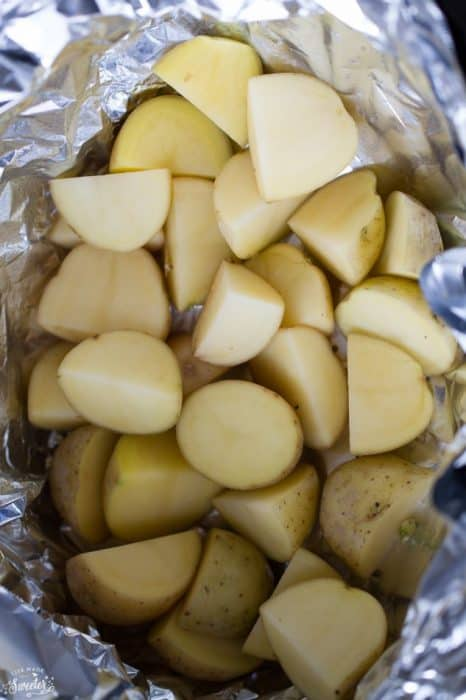Slow Cooker Pizza Potatoes makes a great appetizer for game day!!